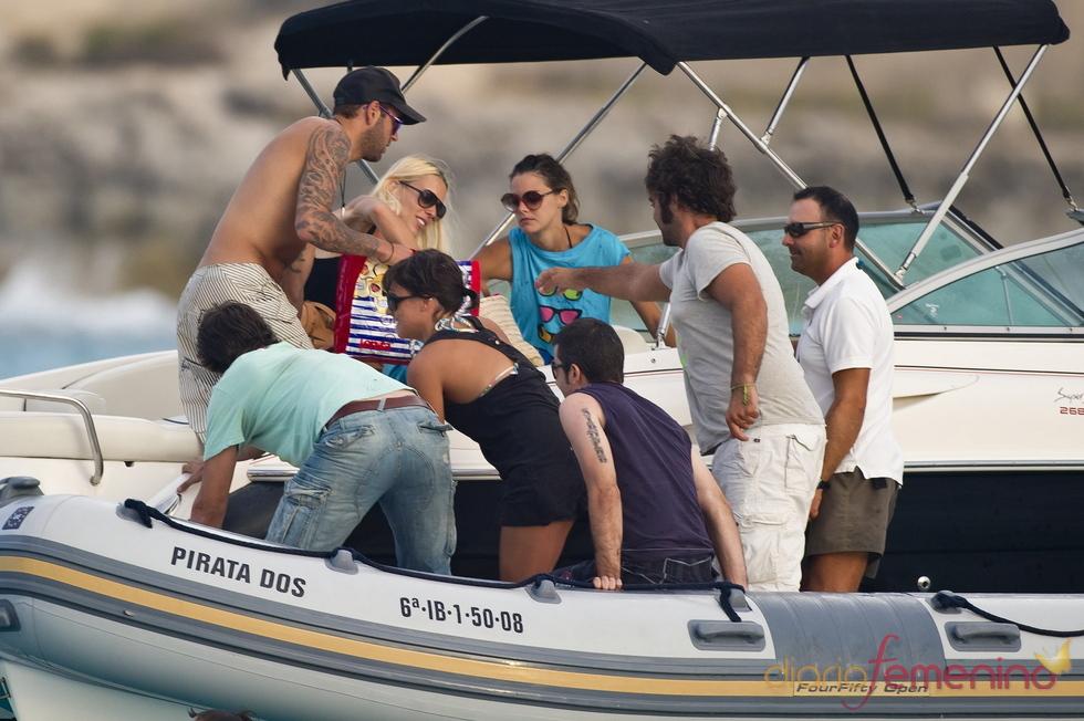 Amaia Salamanca, con amigos en Ibiza