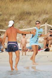 Amaia Salamanca y Sete Gibernau, dos amigos en la playa