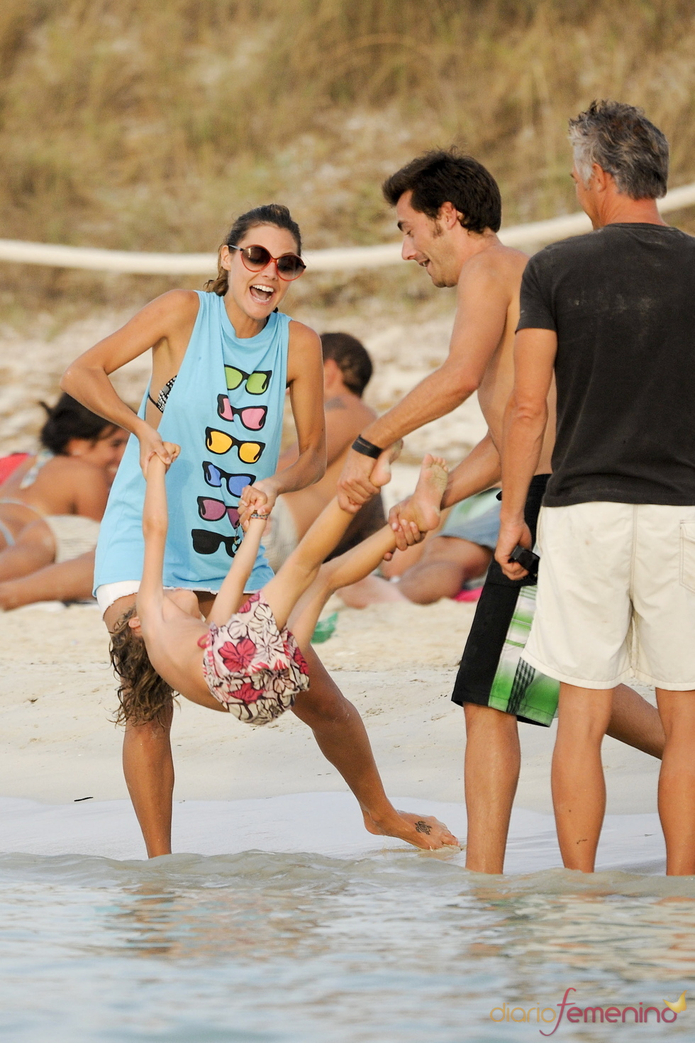 Amaia Salamanca se divierte en Ibiza
