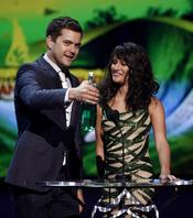 Joshua Jackson y Lea Michele en los Teen Choice