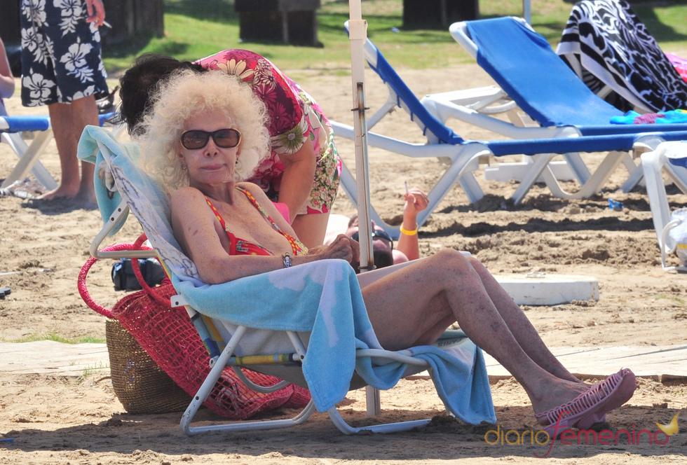 La Duquesa de Alba en bikini