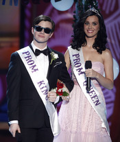 Chris Colfer y Katy Perry en los Teen Choice