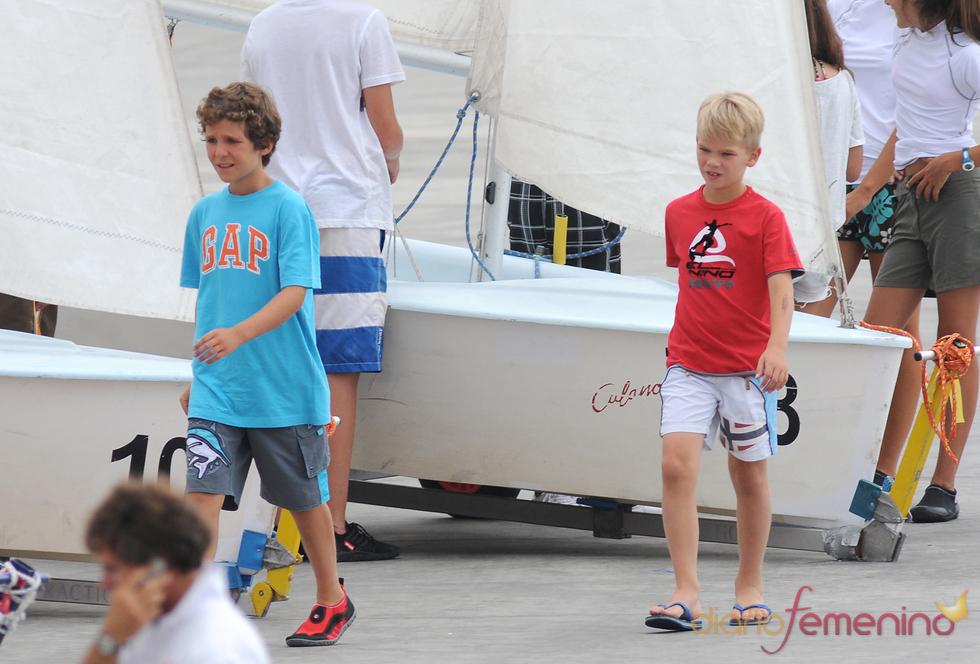 Miguel Urdangarín y Felipe Juan Froilán Marichalar en clase de náutica