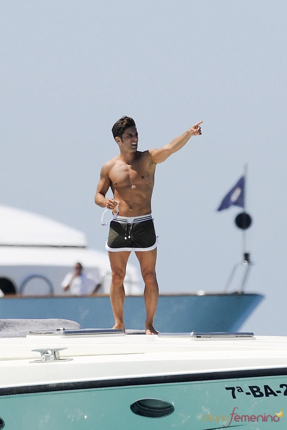 David Bustamante sin camiseta en Formentera