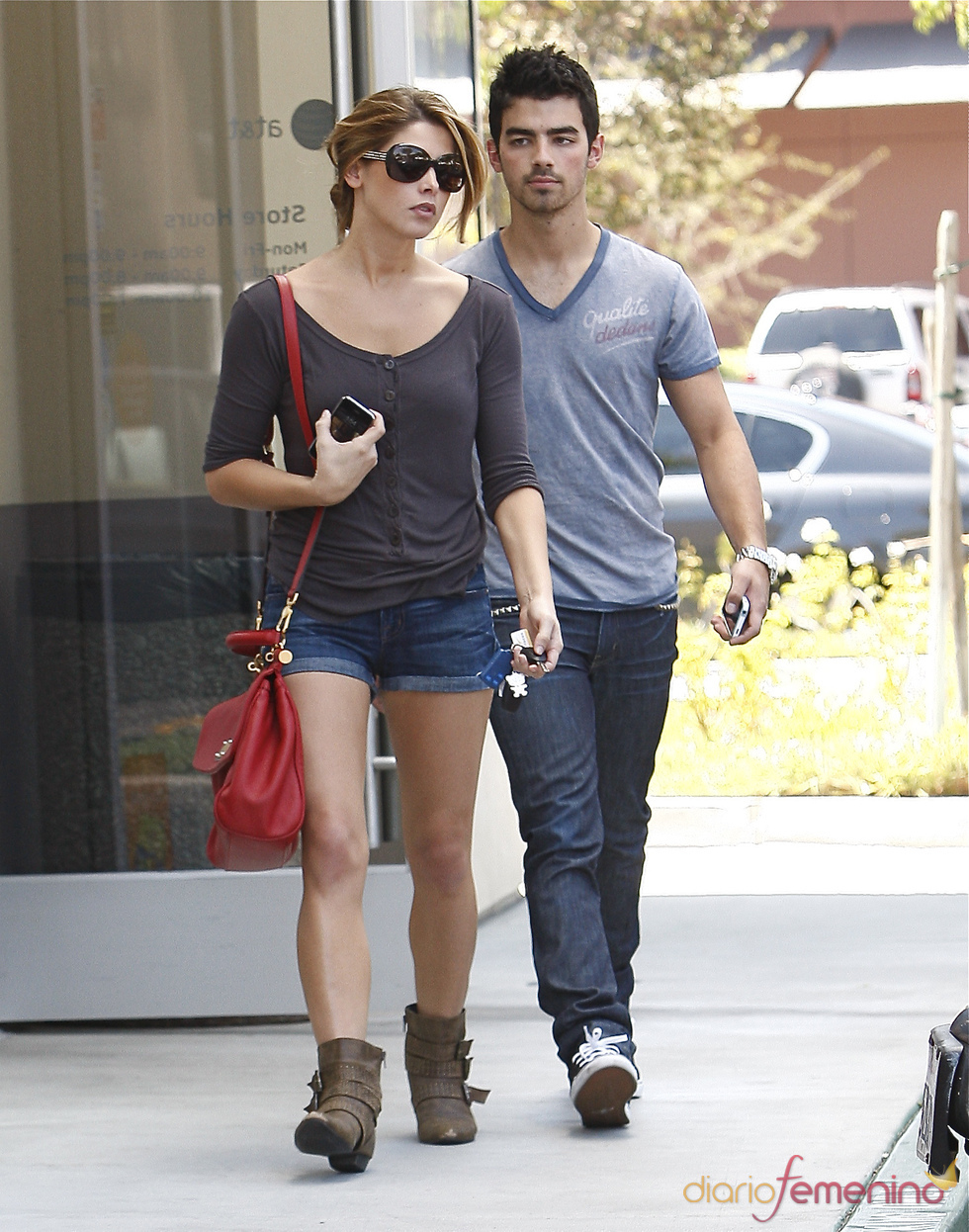 Joe Jonas y Ashley Greene, de paseo por Los Ángeles