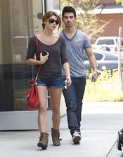 Joe Jonas y Ashley Greene, de paseo por Los Ángeles