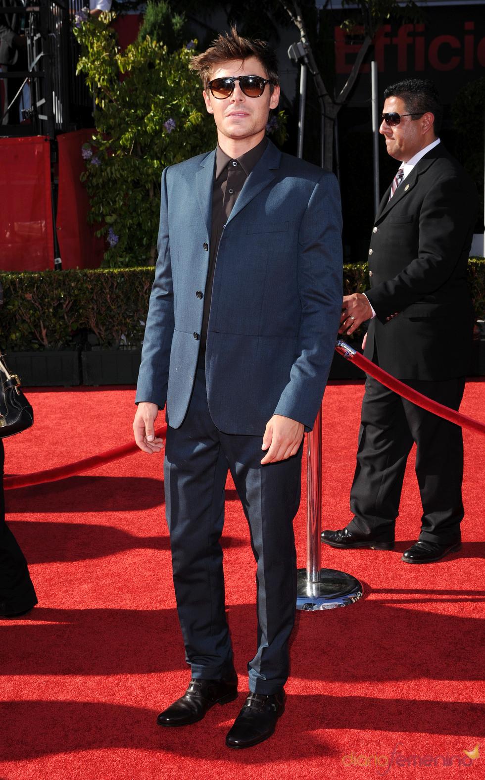 Zac Efron con un look fashion