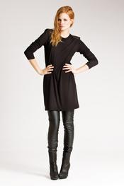 Vestido negro con leggins de Messcalino