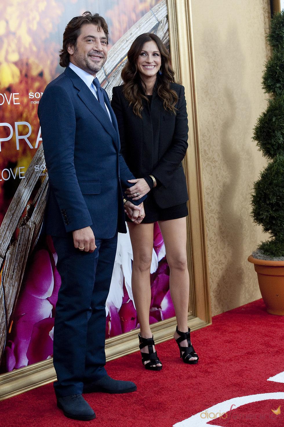 Julia Roberts y Javier Bardem de la mano en el estreno de 'Come, reza, ama'