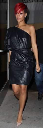 Rihanna: total look negro