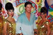 Luis Medina en la fiesta Flower Power de Ibiza