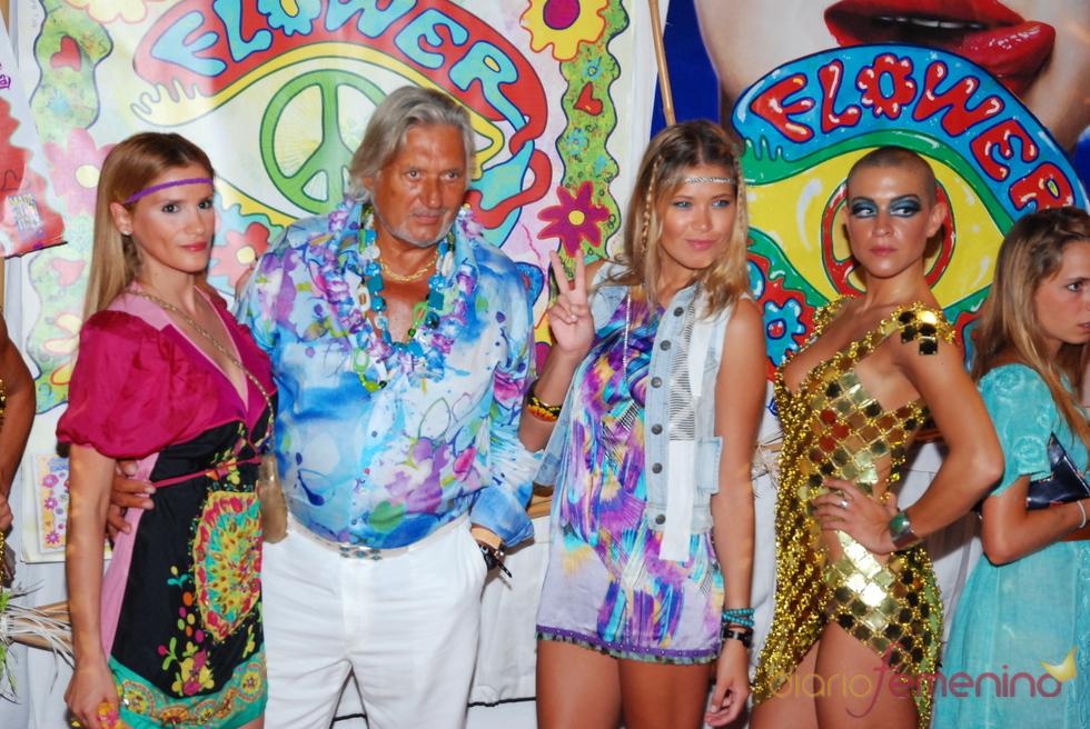 Marc Ostarcevic y Carla Pereira, de fiesta hippy
