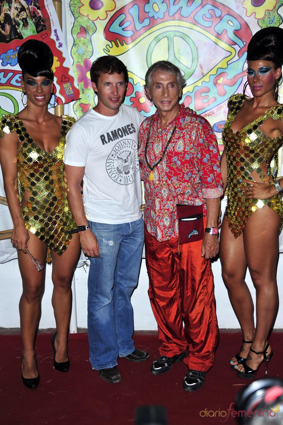 James Blunt en la fiesta Flower Power de Ibiza