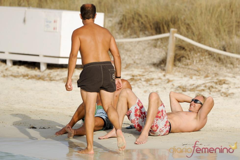 Alvaro Bulto De Vacaciones En Las Playas De Formentera Gtres
