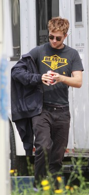 Robert Pattinson va a ver a su novia, Kristen Stewart