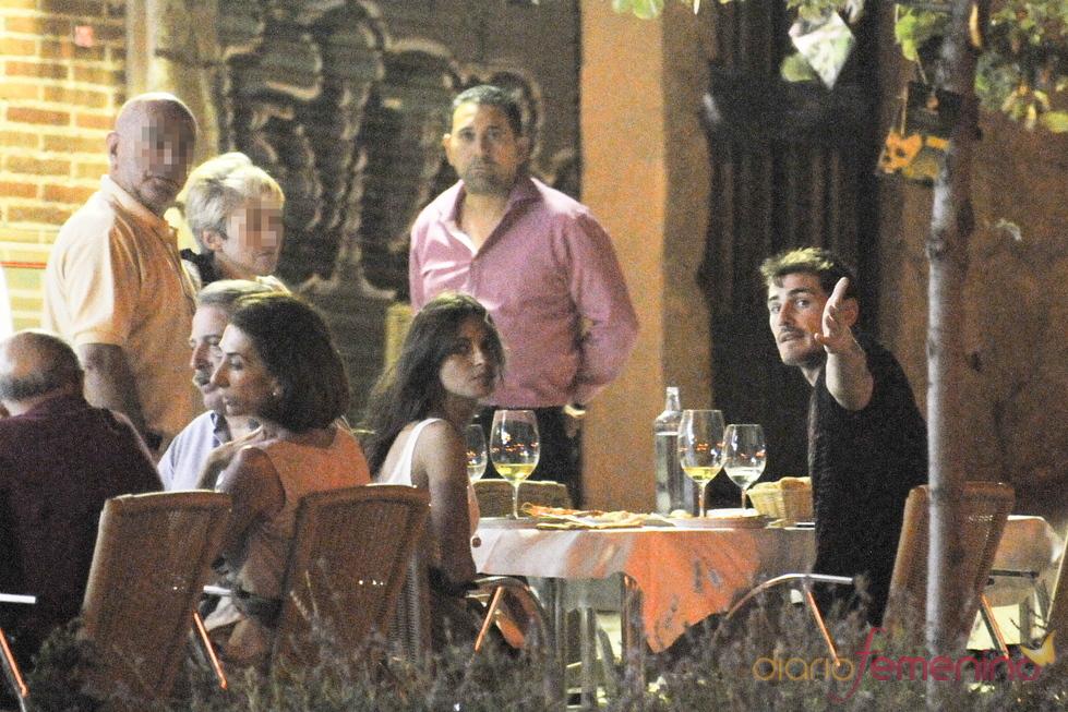 Iker Casillas y Sara Carbonero discuten con la prensa