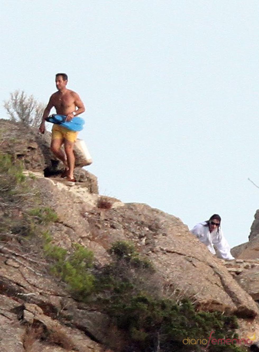 Nicolas Sarkozy y Carla Bruni, escalando en vacaciones