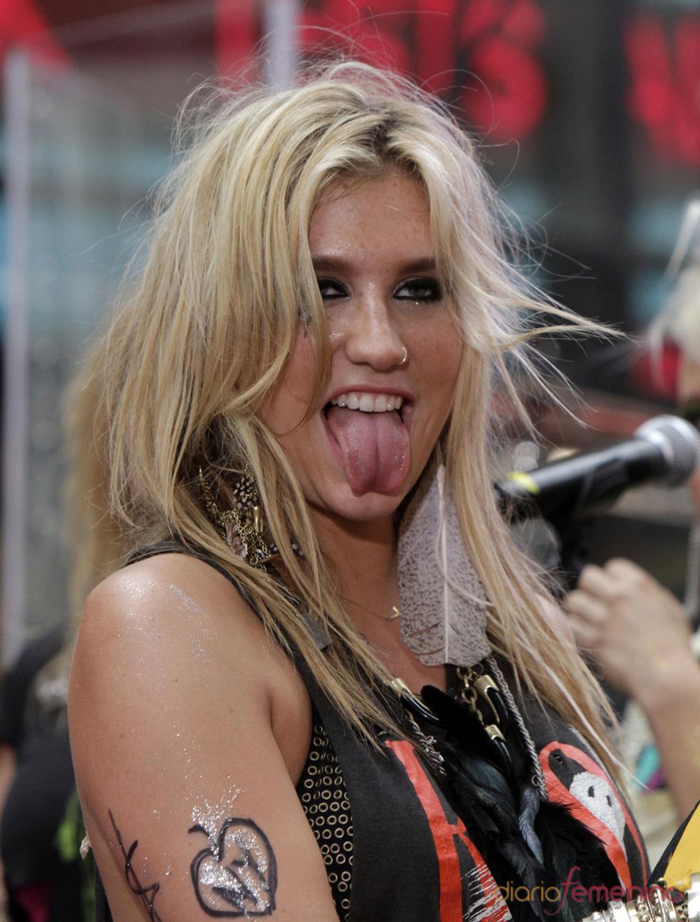 Kesha canta para sus fans en Nueva York
