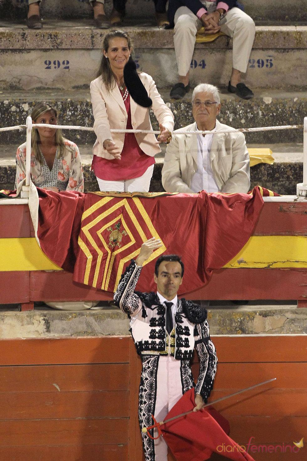 La Infanta Elena apoya a los toros en Mallorca