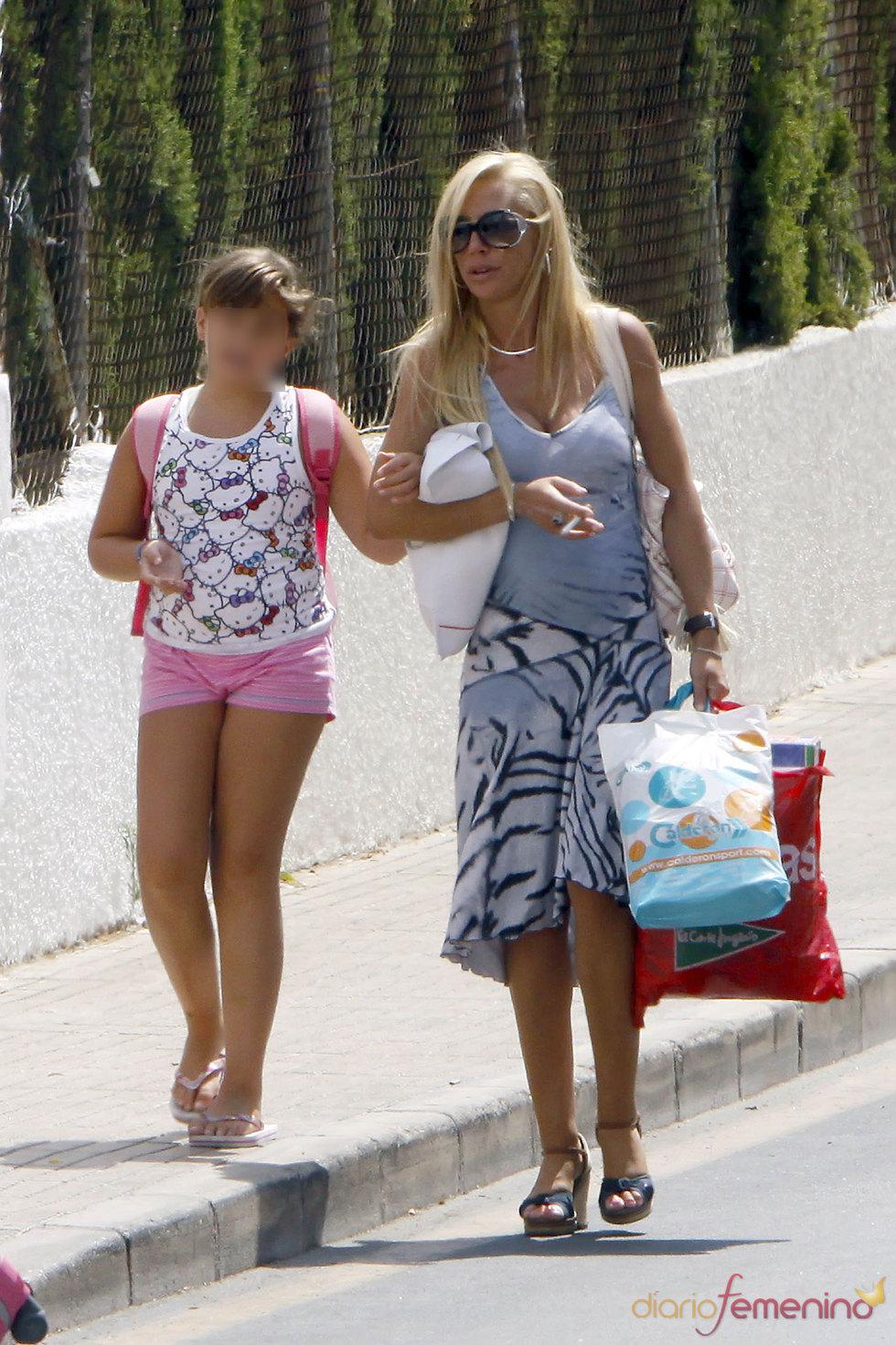 La presentadora de Telecinco Belén Esteban con su hija Andrea