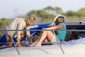 Amaia Montero toma el sol en Ibiza