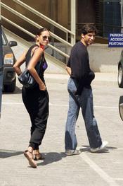 Eva Gonzáles acompaña a Cayetano Rivera al hospital