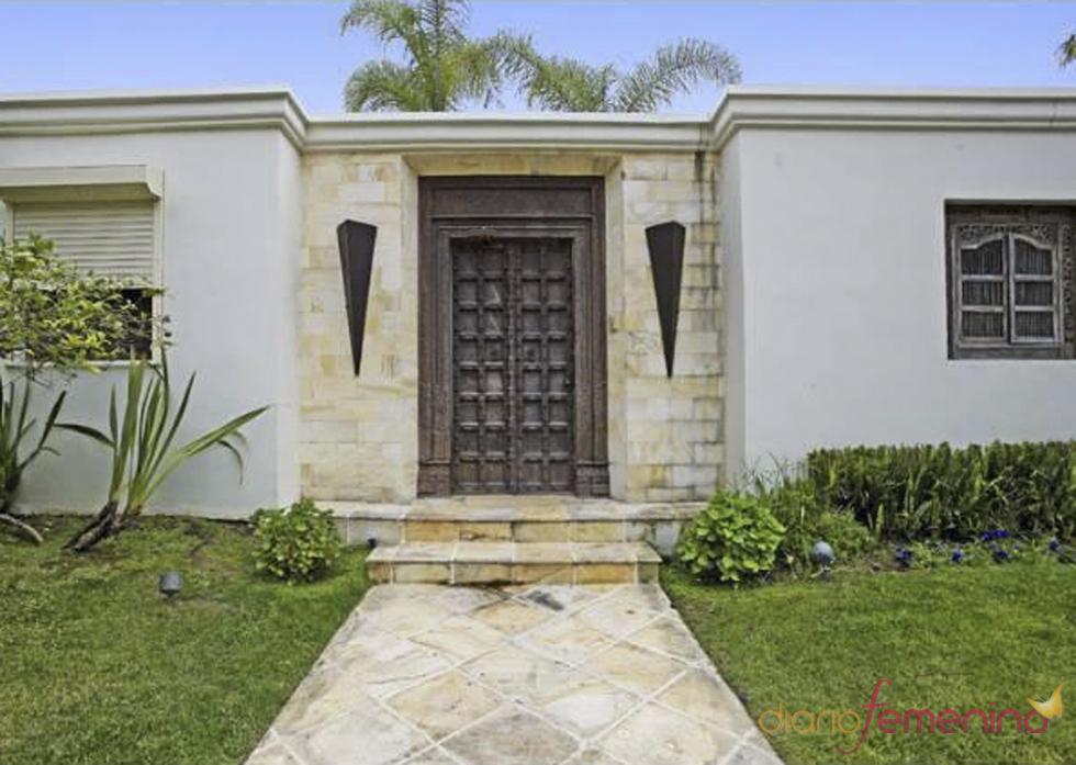 Puerta principal de la casa de Penélope Cruz