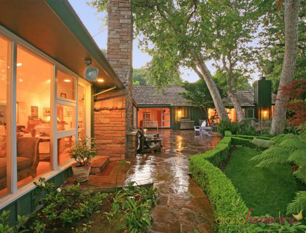 Jard n de la casa de los jonas brothers - Fotos de jardines de casas ...