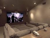 Sala de cine de la casa de los Jonas Brothers