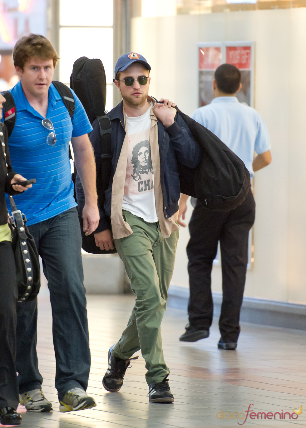 Robert Pattinson con look desaliñado