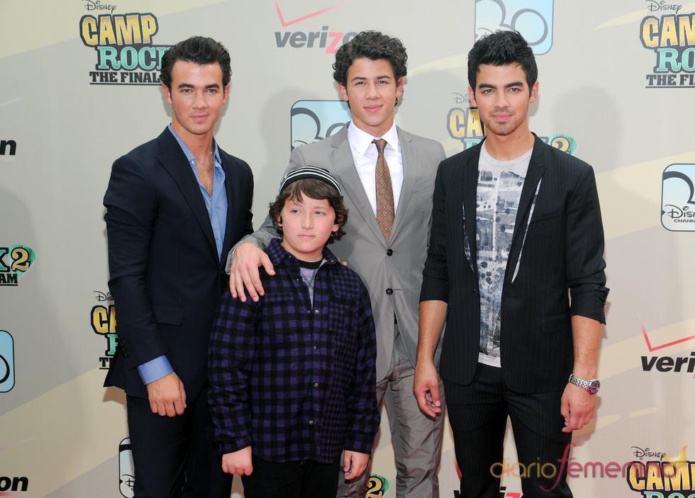 Joe, Kevin, Nick y Frankie Jonas, de estreno