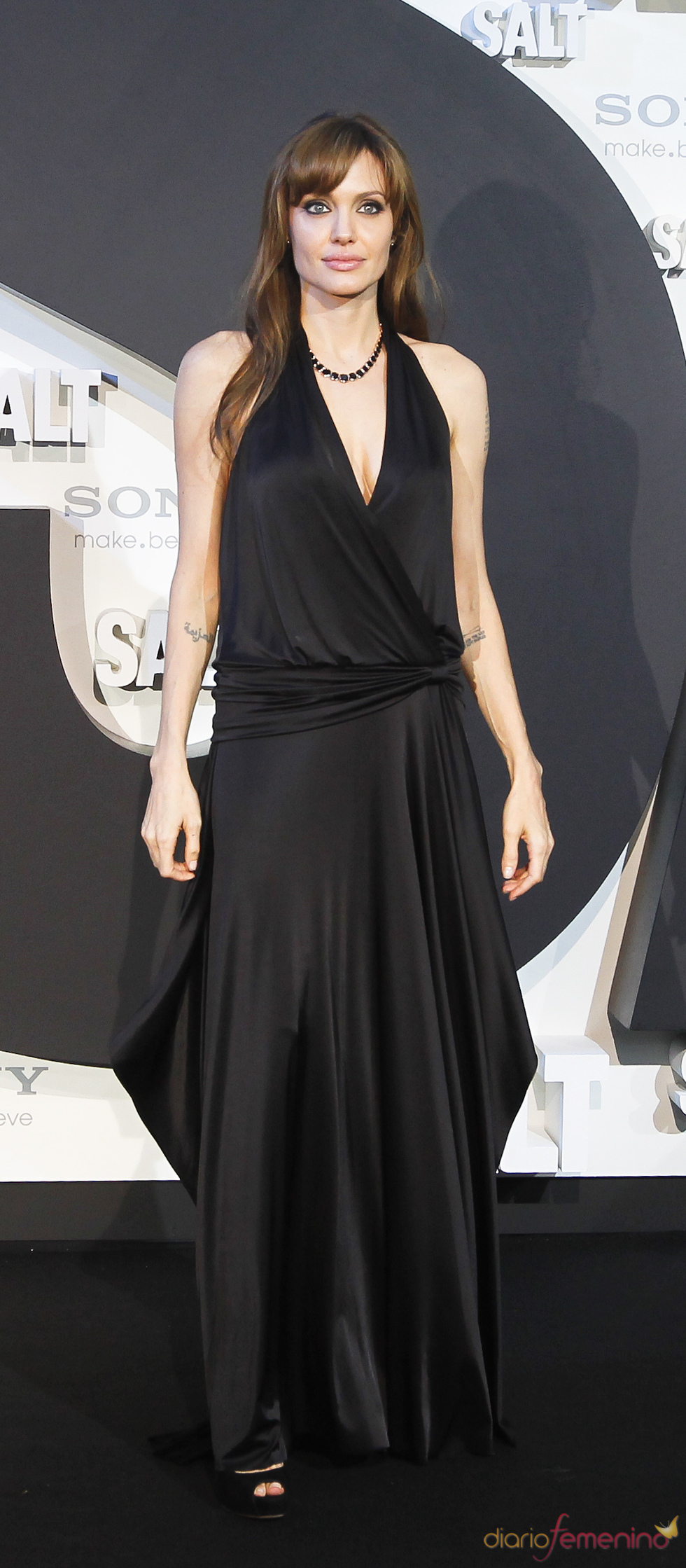Angelina Jolie con vestido largo negro