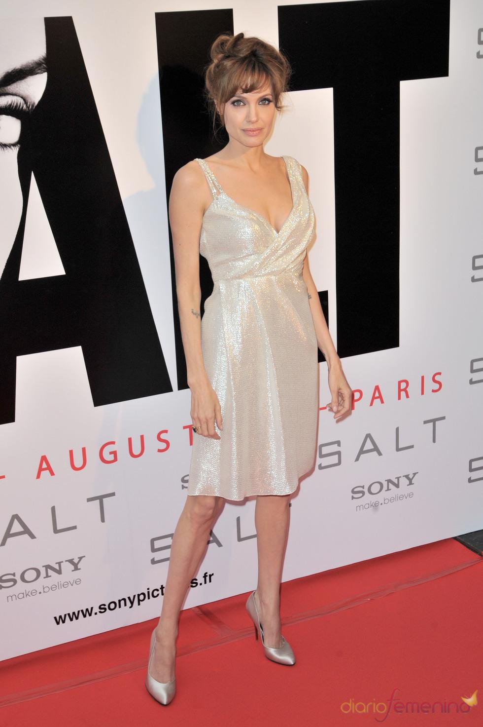 El look plateado de Angelina Jolie