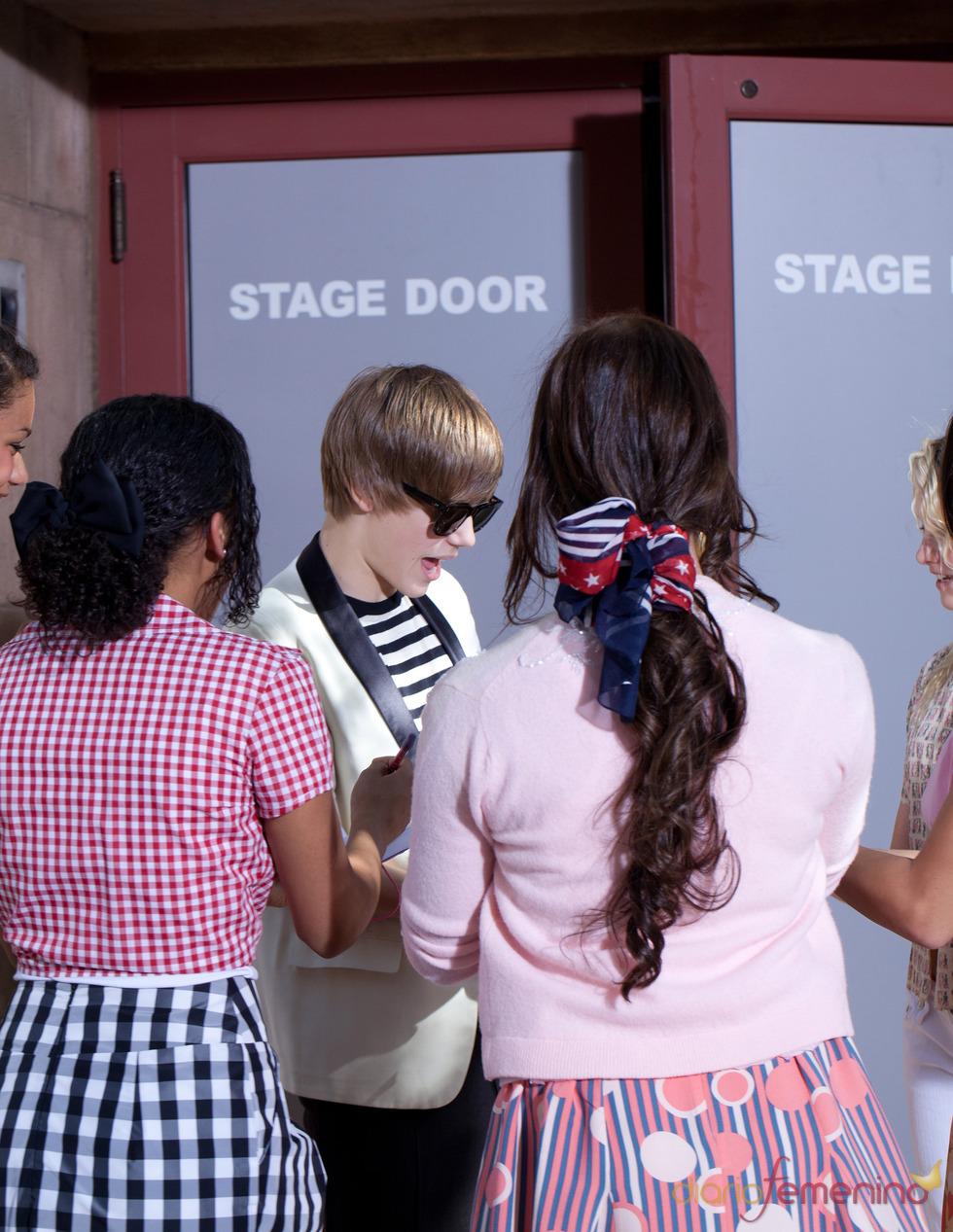 Justin Bieber cerca de sus fans