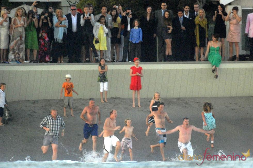 Stephen Moyer se tira al mar tras la boda con Anna Paquin