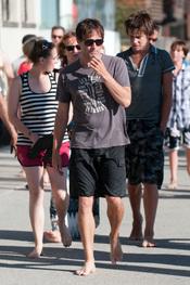 Stephen Moyer, con resaca en playa tras su boda con Anna Paquin