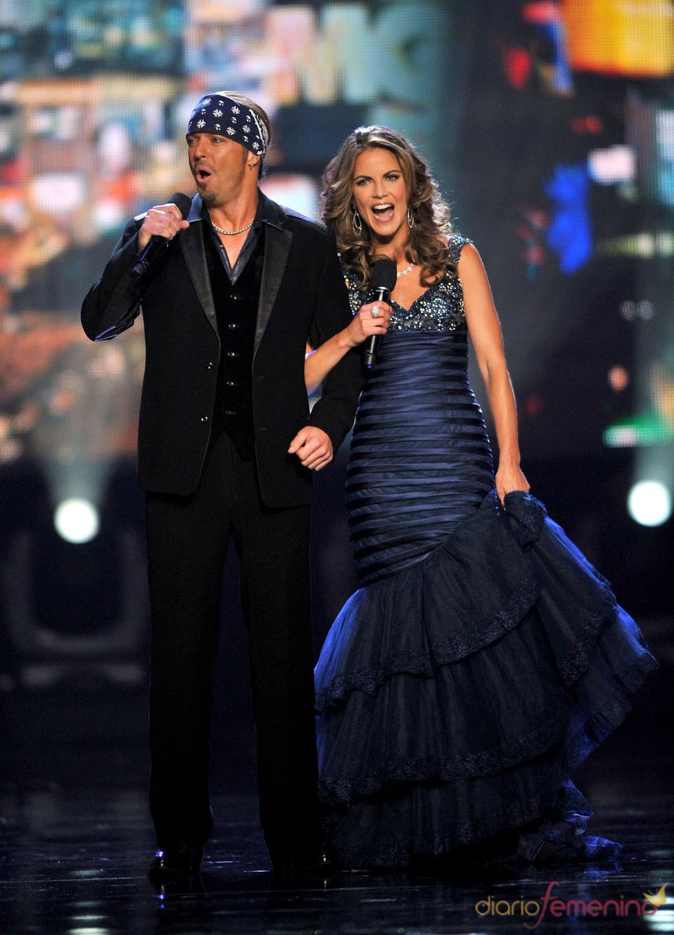 Bret Michaels y Natalie Morales en la gala Miss Universo 2010