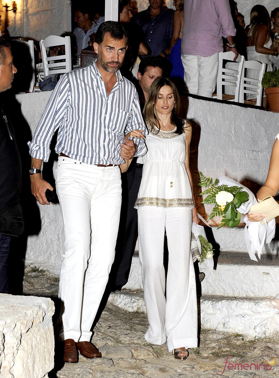 Felipe y Letizia en la víspera de la boda de Nicolás de Grecia