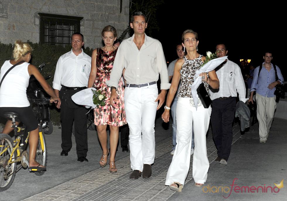 Las infantas e Iñaki Urdangarín antes de la boda de Nicolás de Grecia