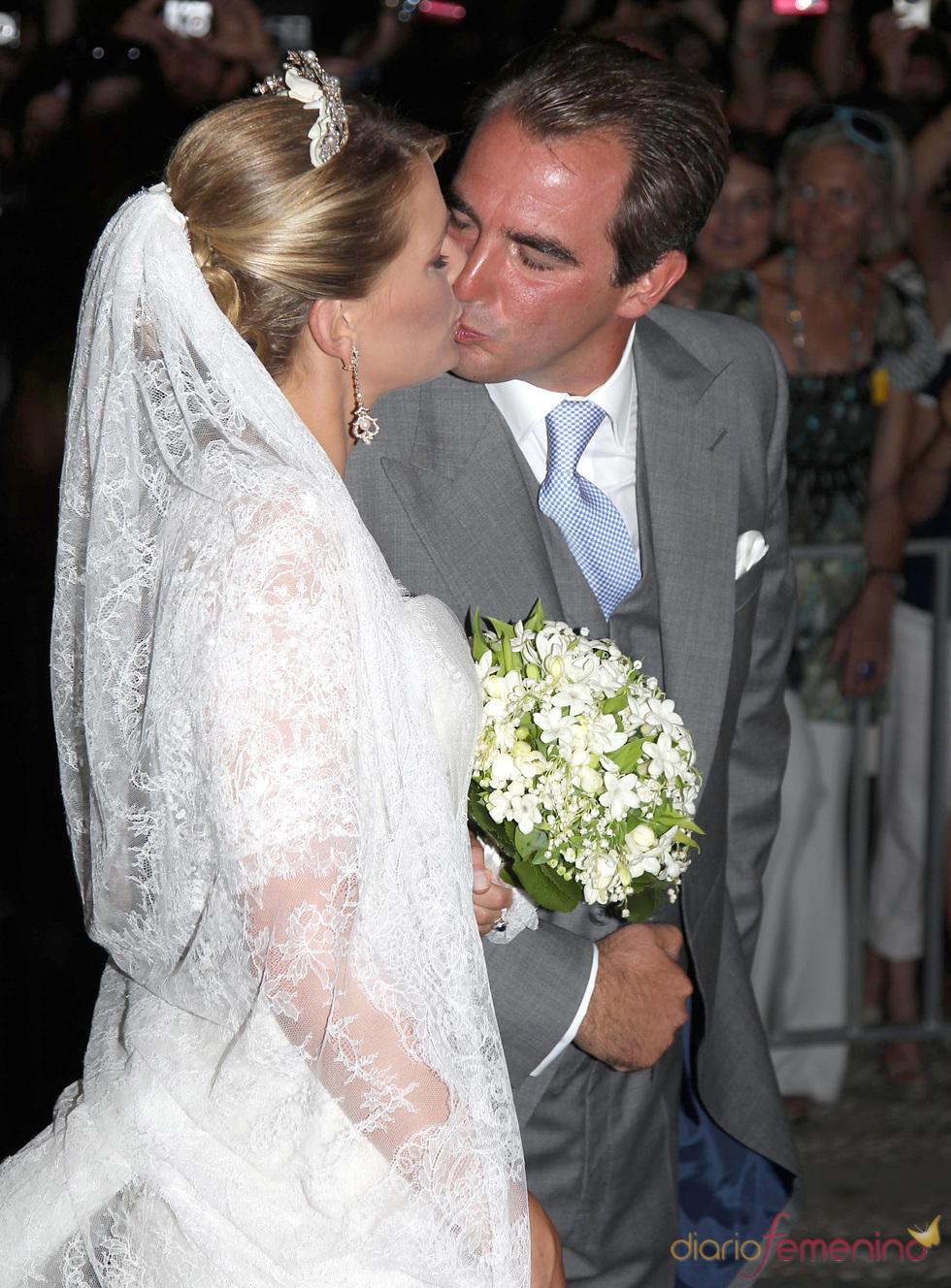 Beso de Nicolás de Grecia y Tatiana Blatnik después de la boda