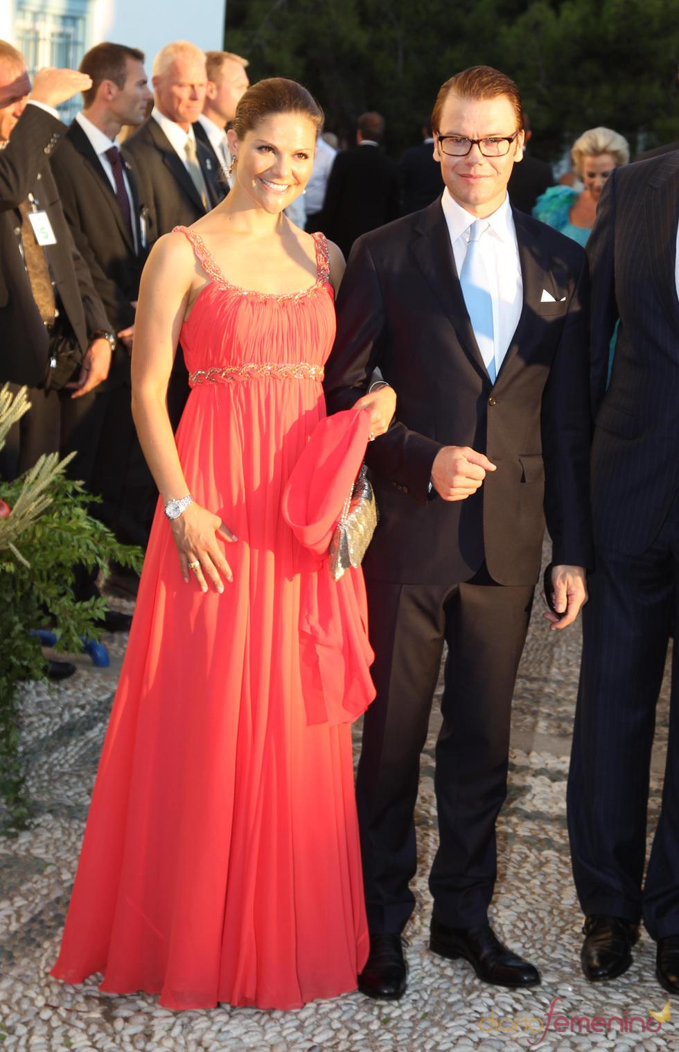 Victoria de Suecia y Daniel Westling en la boda de Nicolás de Grecia
