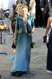 Farah Diga con vestido largo azul
