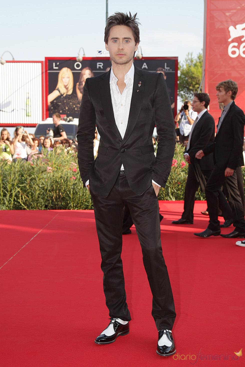 El elegante Jared Leto en la alfombra roja