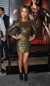 Jessica Alba con minivestido dorado