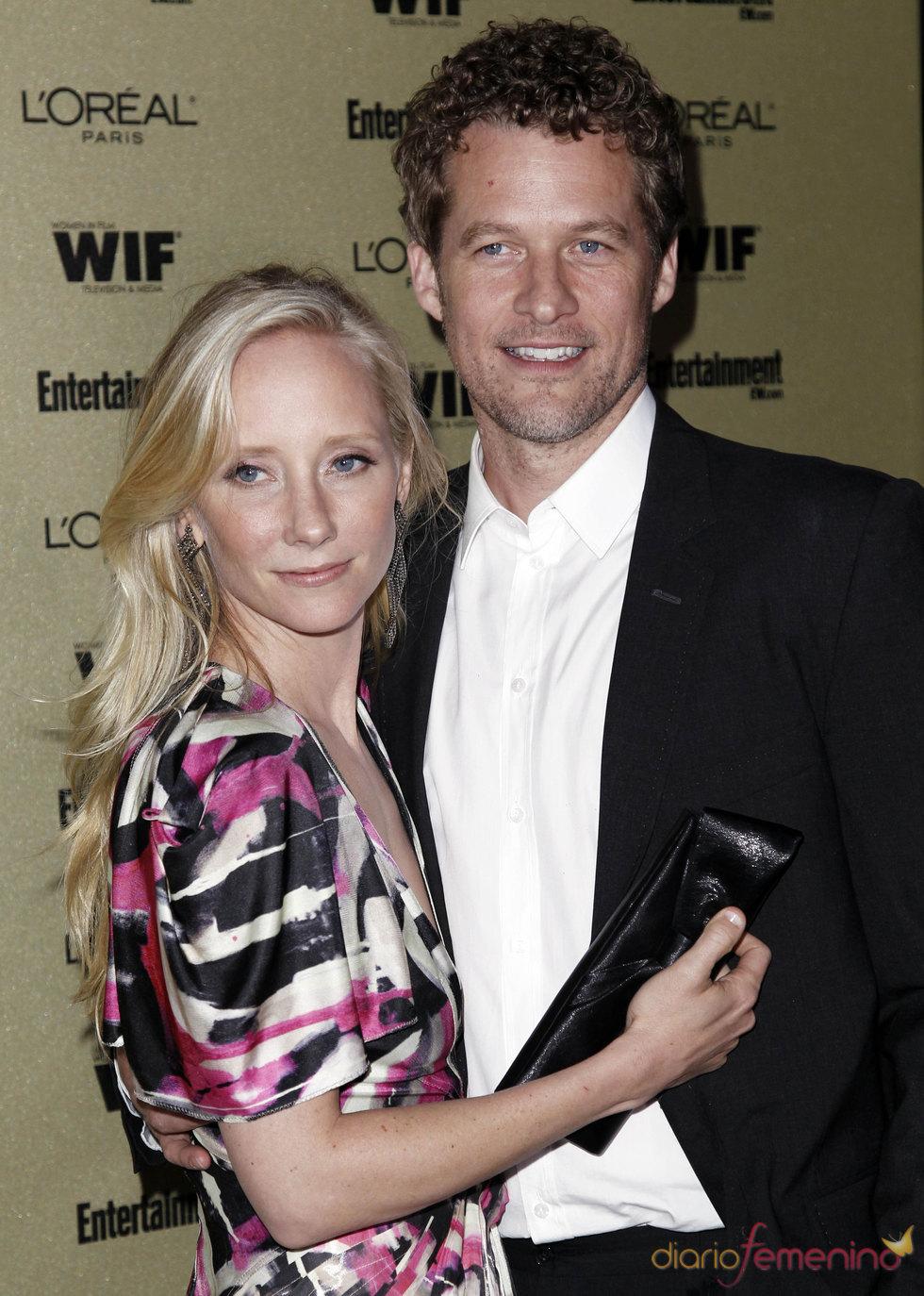 Anne Heche y James Tupper en la fiesta previa de los Premios Emmy 2010