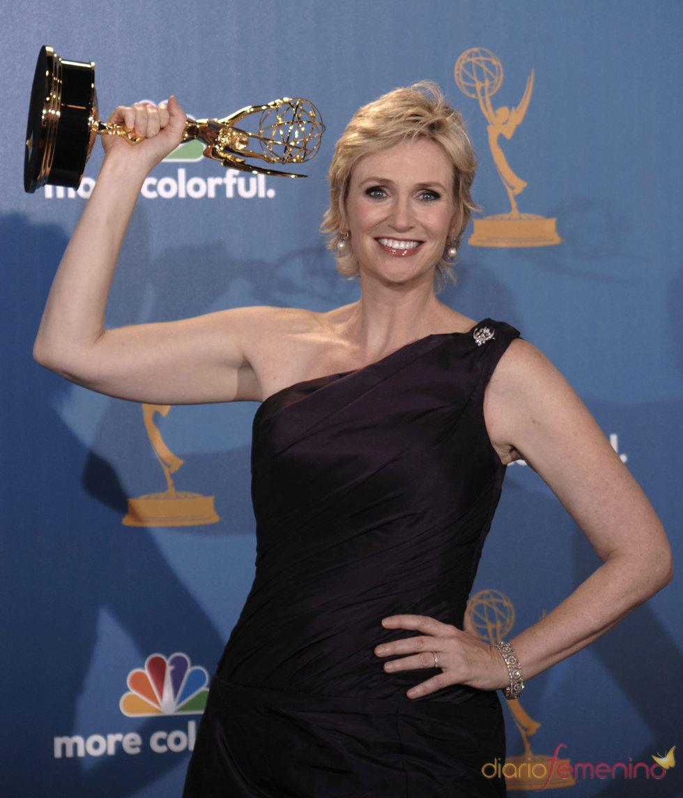Jane Lynch de 'Glee' con su Emmy