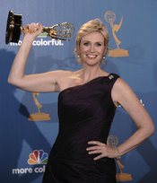 Jane Lynch de 'Glee' con su Emmy