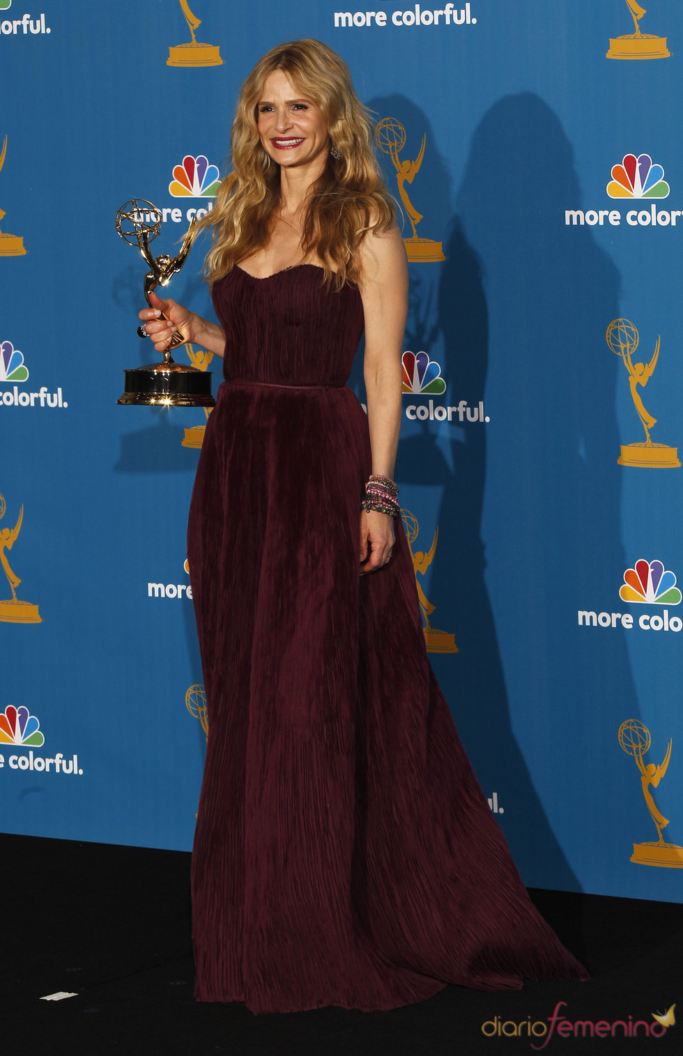 Kyra Sedgwick de 'The Closer' con su Emmy
