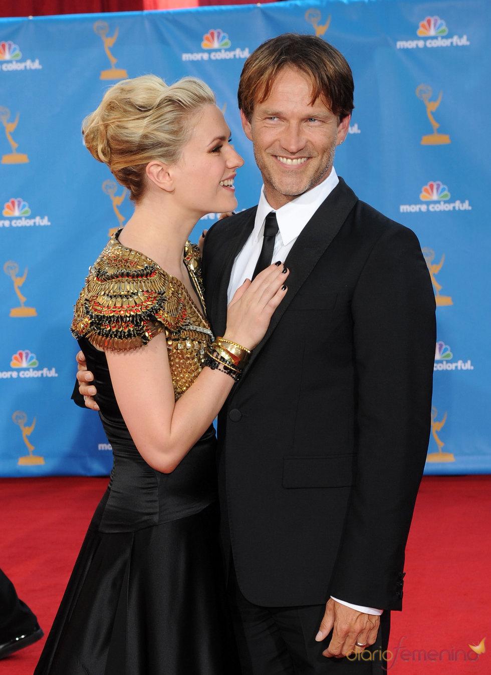 Anna Paquin y Stephen Moyer en los Premios Emmy 2010