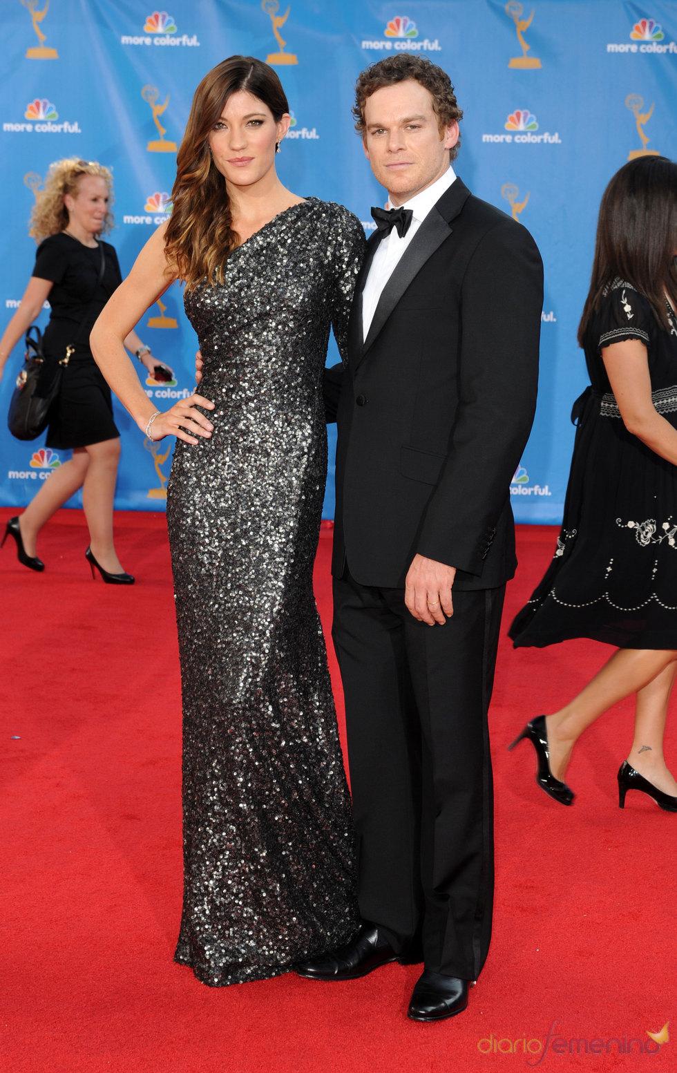Jennifer Carpenter y Michael C. Hall en  los premios Emmy 2010